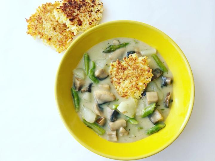 Spargel-Kohlrabi-Eintopf mit Reistalern